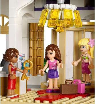 LEGO Friends Heartlake Grand Hotel - 41101 - lobby